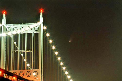 Hale_bopp_triboro_bridge