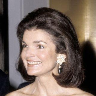 Jackie-Onassis-Bob-fb-34876618