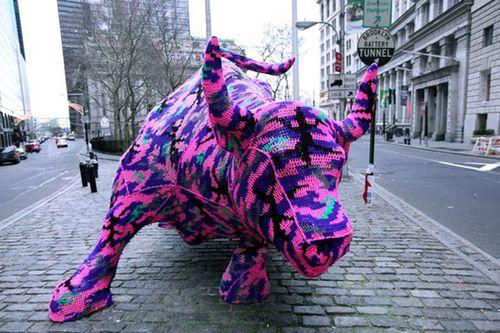 Wall-street-bull yarnbombing