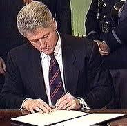 Clinton_signs_doma