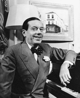 Cole_porter_at_piano