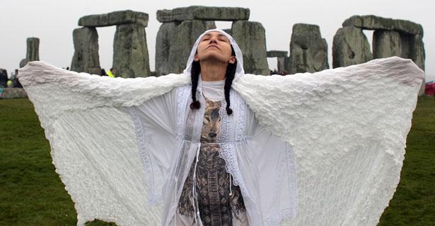 Stonehenge-solstice-pg-horizontal
