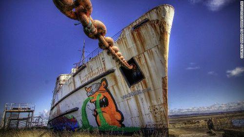 Graffiti ship