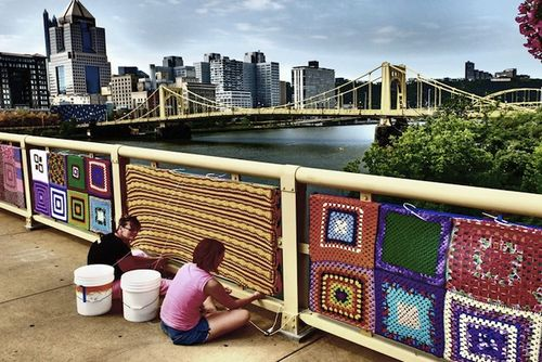 Andy-warhol-knitted-bridge-designboom-03