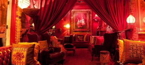 Seance lounge
