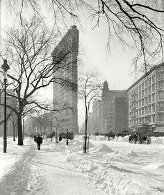 Winter 1910 flatiron building