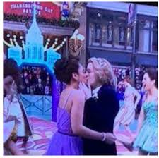 Macys thanksgiving parade same-sex kiss