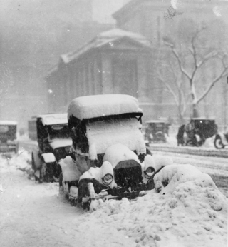 1917-snowstorm-New-York-cars-trapped-833x900